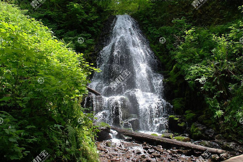 瀑布美景壁纸图片