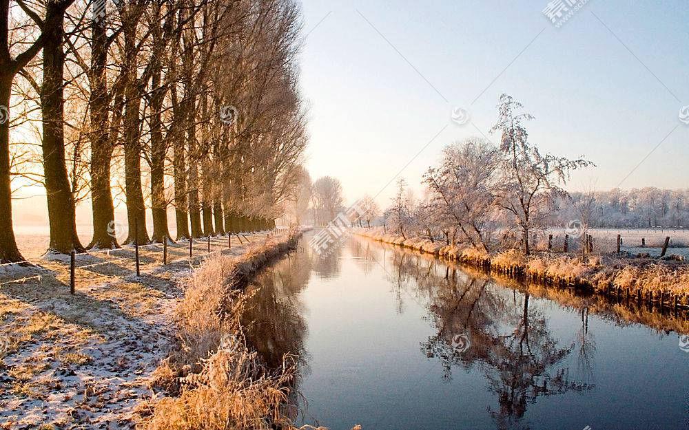 冬天小河树木美景壁纸图片