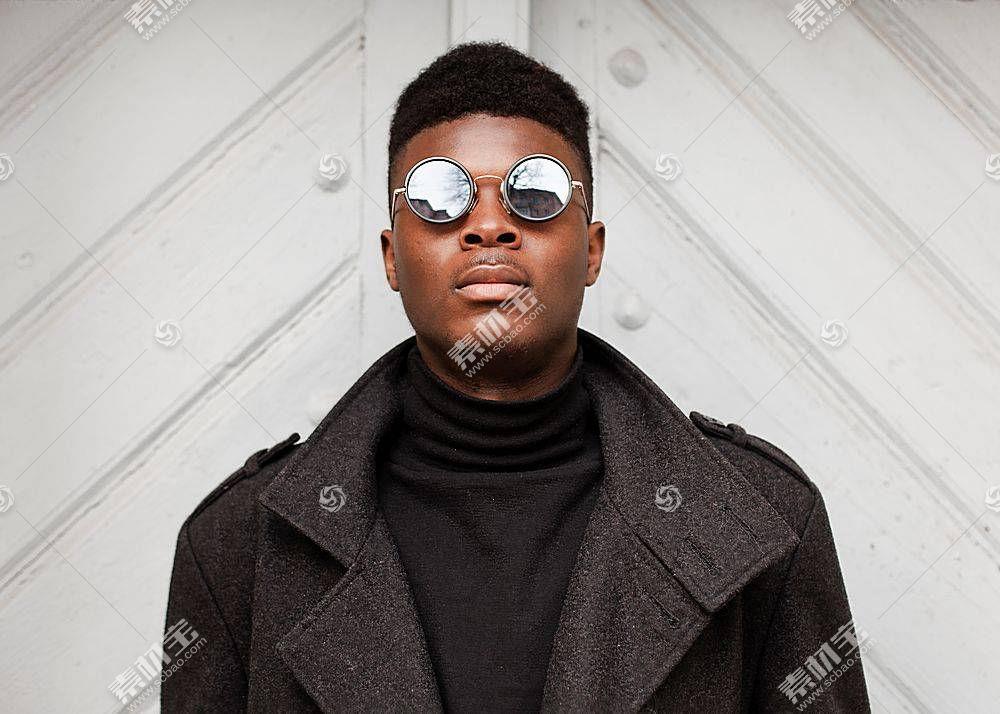 时尚潮流黑人正面照