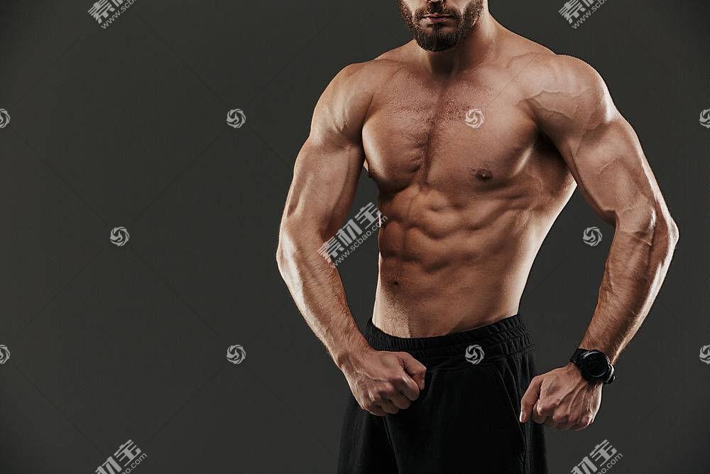 肌肉男特写