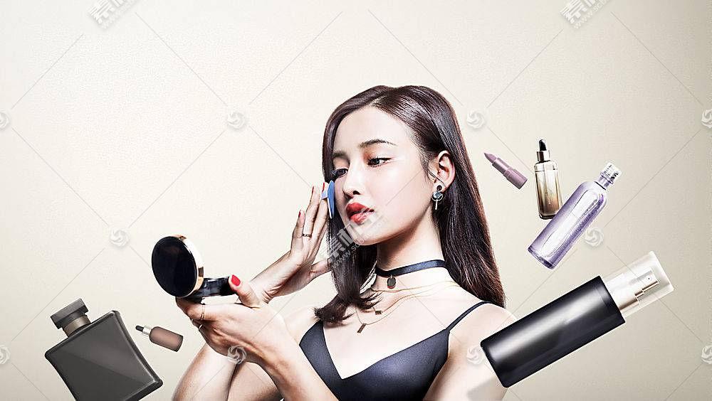 正在化妆的女性主题人物海报设计