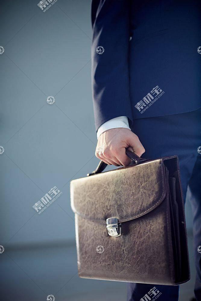 商务人物与公务包