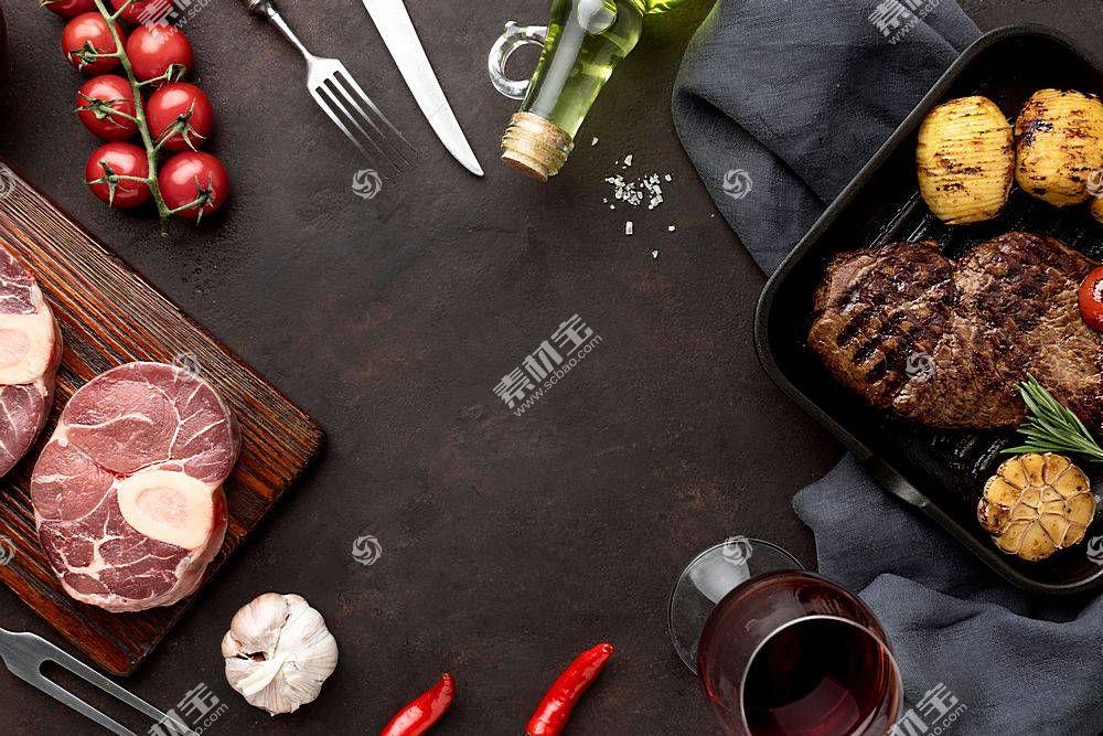 俯瞰桌面上的西餐食物