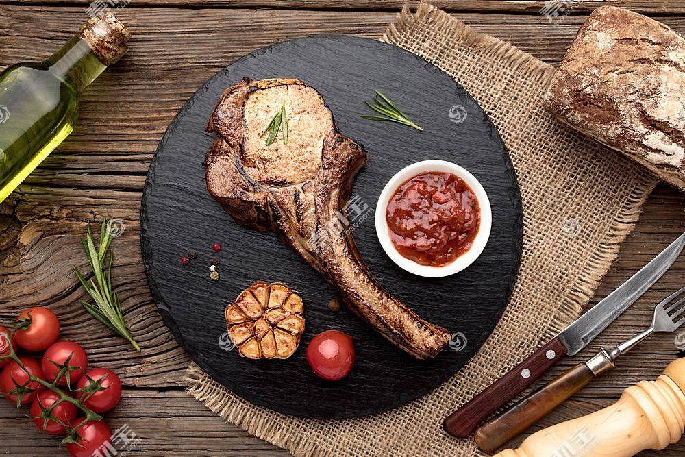 美味新鲜出炉的羊排牛排食物