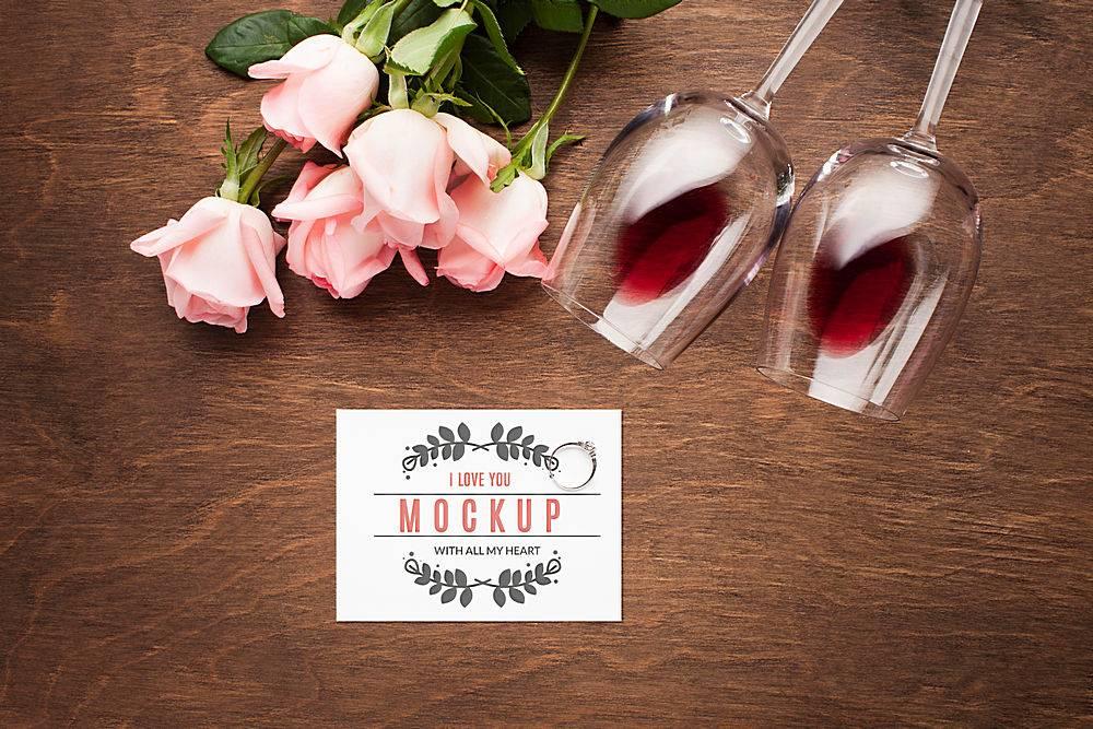 顶视玫瑰花和眼镜布置_106254520101
