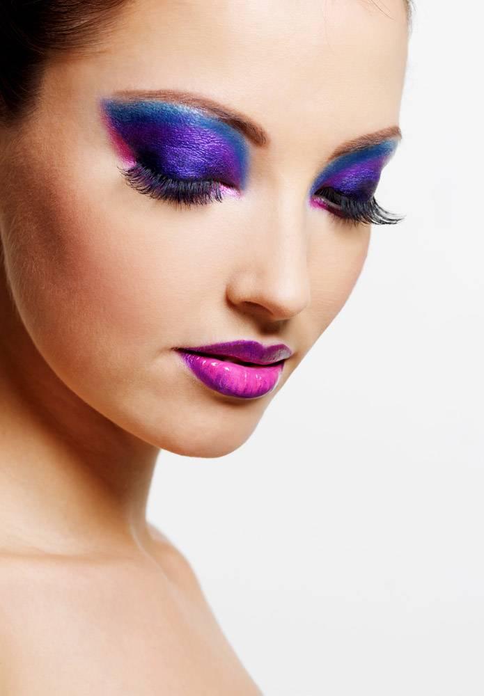 靓丽性感的女性面容搭配鲜艳的美容时尚妆容_10626139