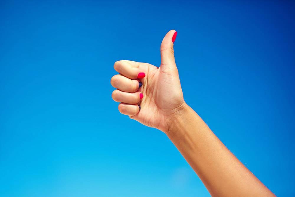人类的手竖起大拇指_6526478