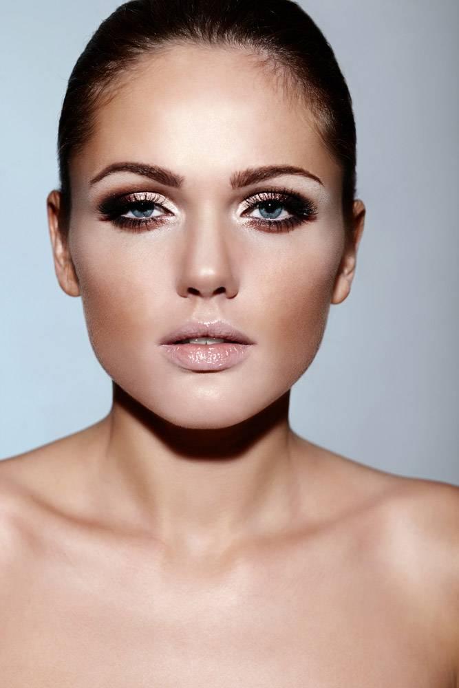 高级时尚造型美丽的高加索黑发年轻女性模_7252242