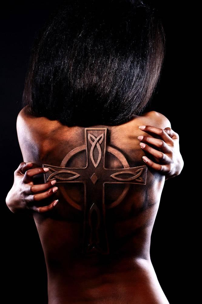 高级时尚造型漂亮的美国黑人女子的特写肖_6883665