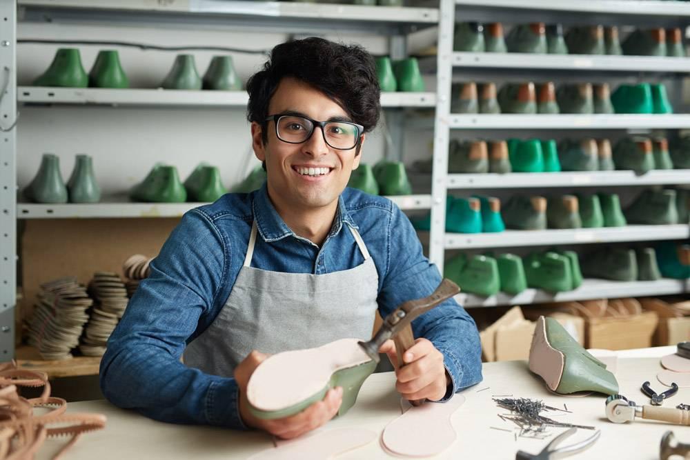 鞋类修理工的工作_5399140