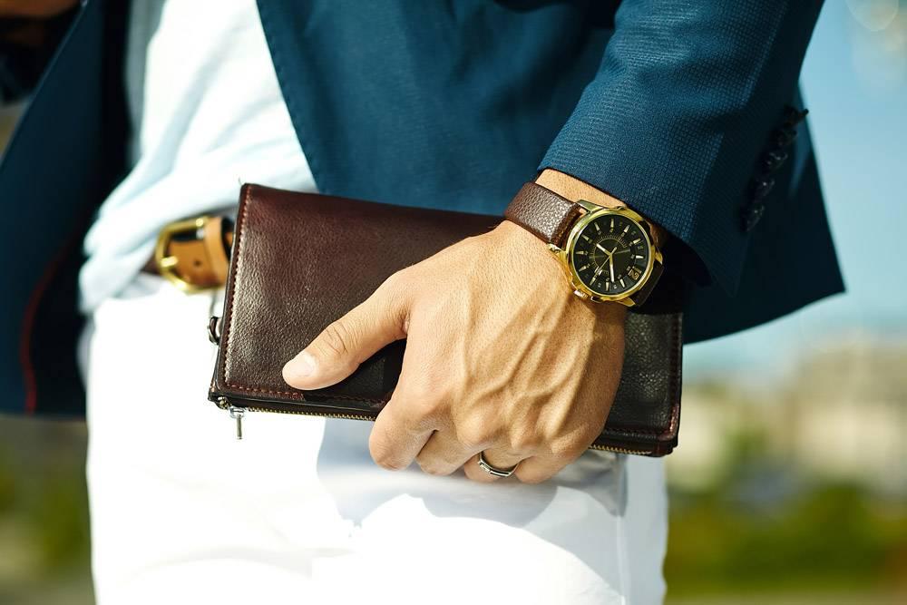 年轻商人时尚写真英俊模特身着休闲布西装手_6883386