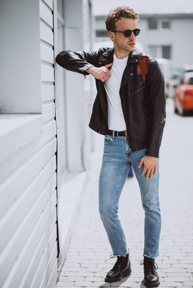 年轻帅哥模特在街上摆姿势_4756381