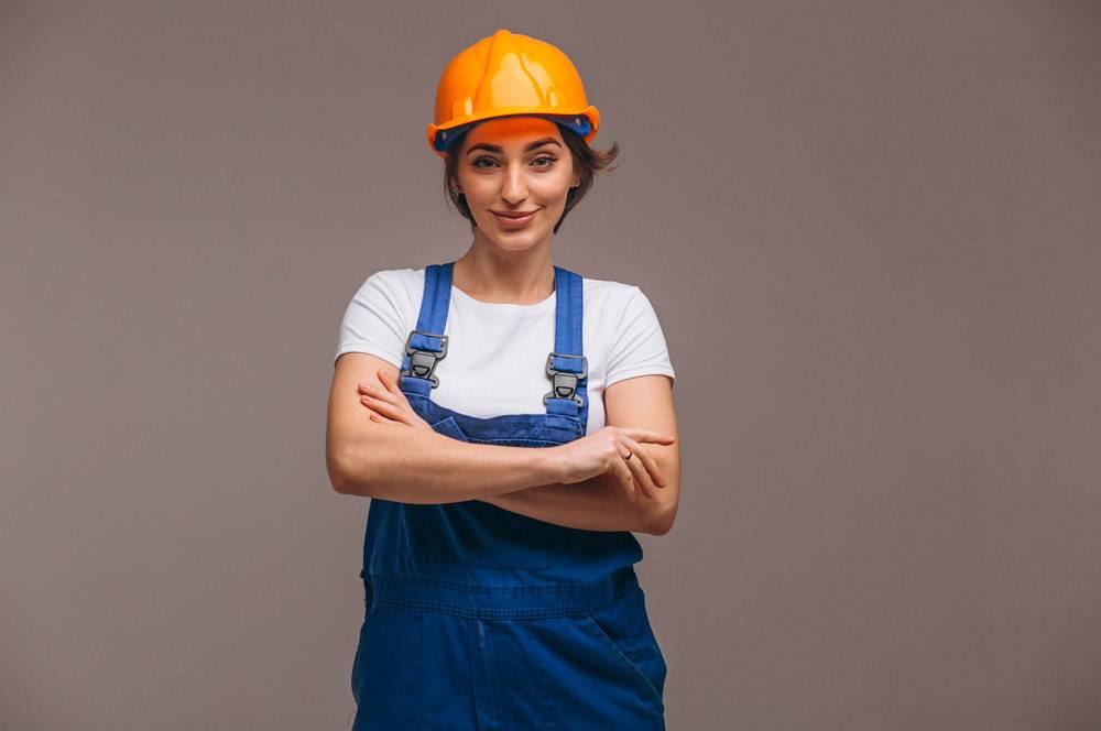 女修理工与油漆滚筒隔离_4410590