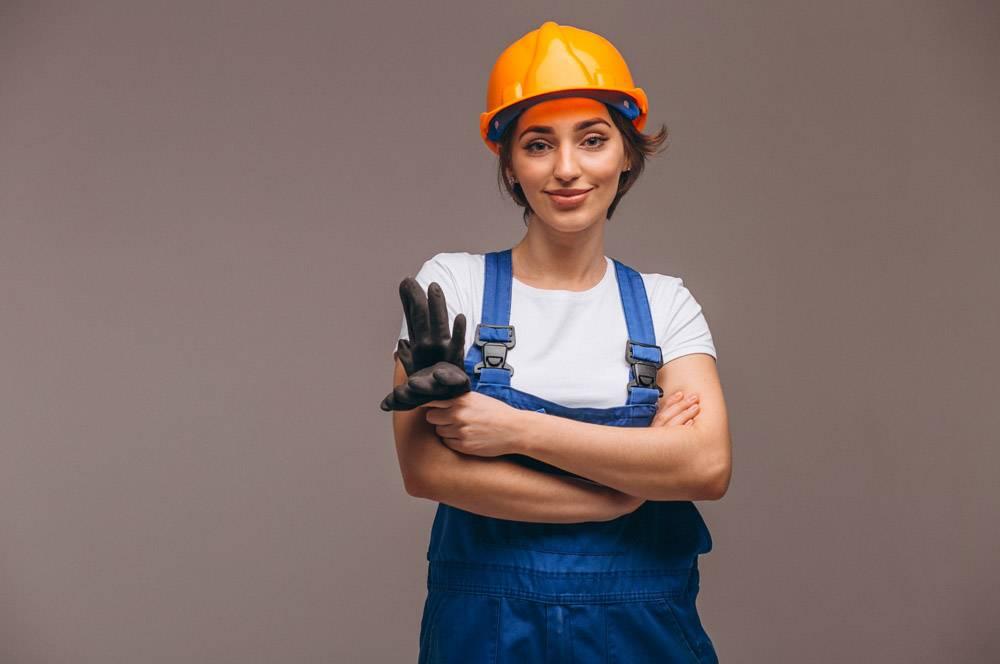 女修理工与油漆滚筒隔离_4410593