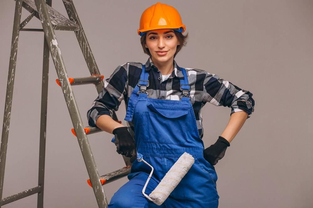 女修理工穿着制服手持梯子与世隔绝_4410808