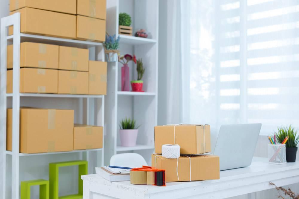 在家庭办公室包装工作的企业主_4720580