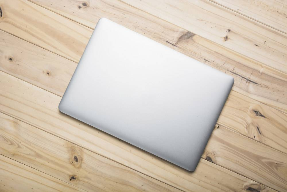 在木板上俯瞰笔记本电脑_3328862