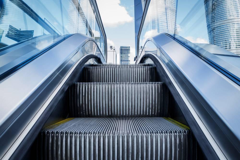 地铁车站内的自动扶梯景观_1120901