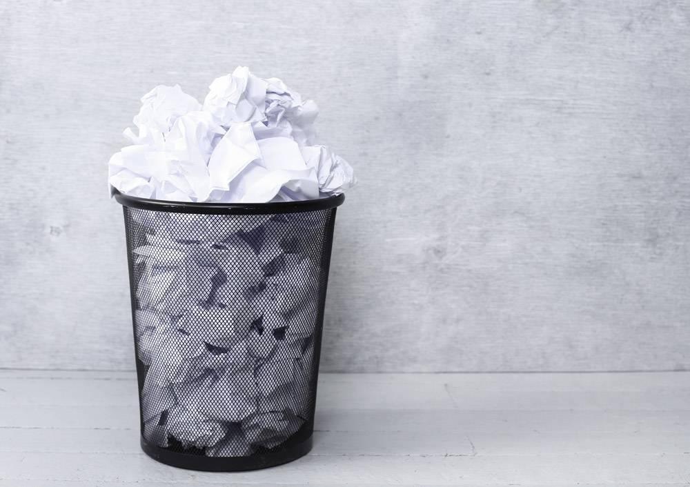 垃圾桶里的白纸_10786460