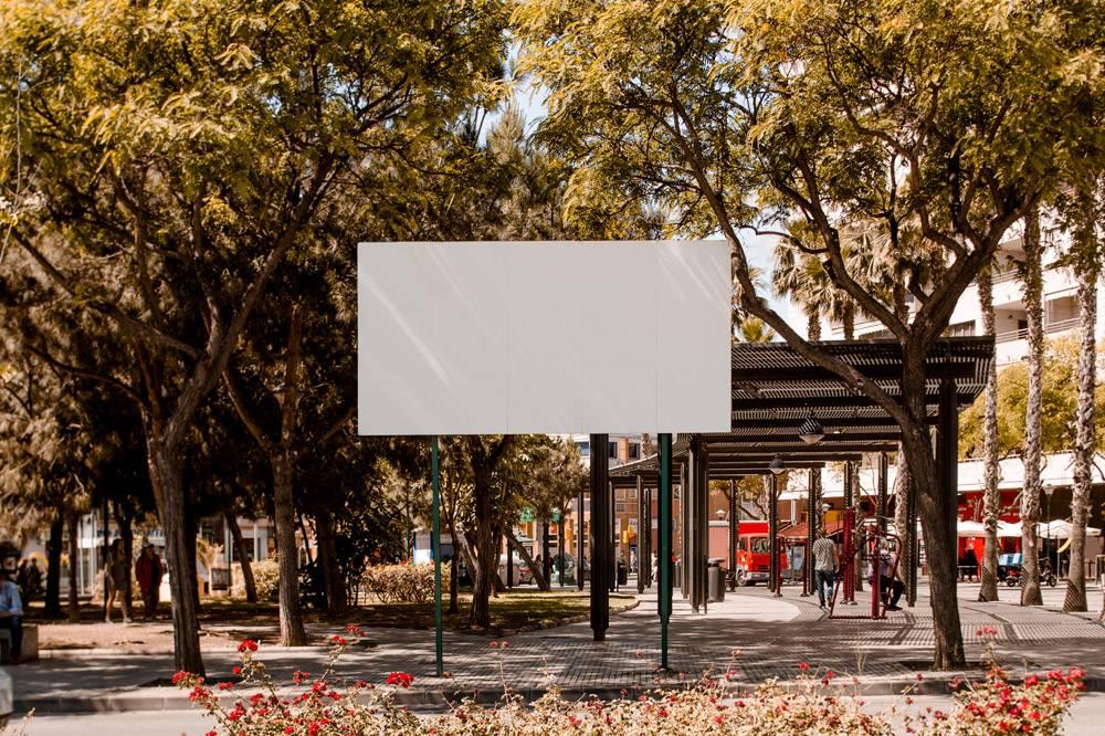 城市街道上的白色空白广告牌_3622997