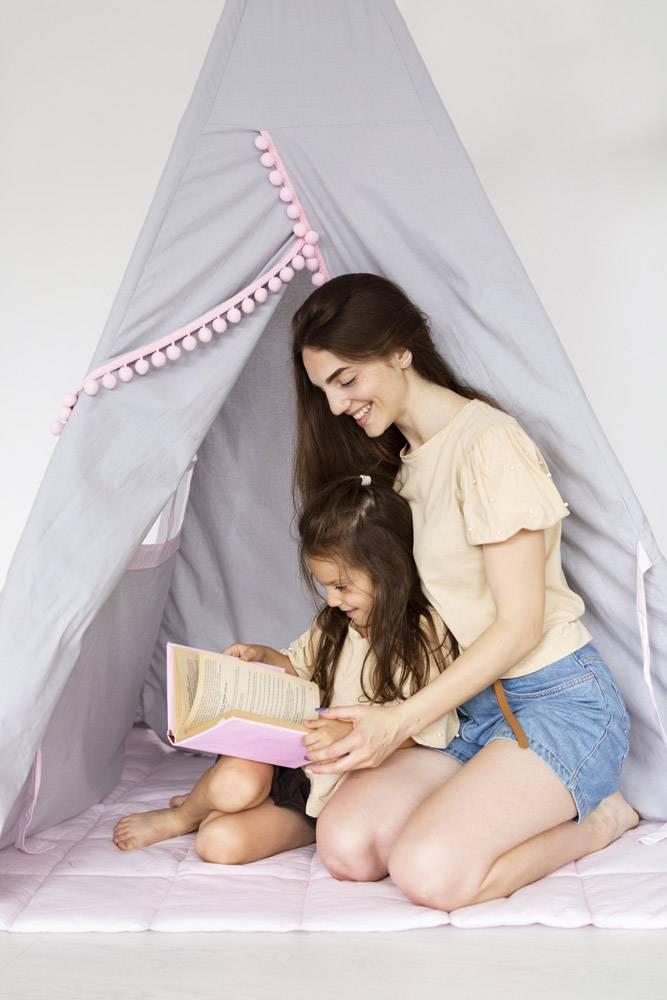 母女俩一起读书_10700491