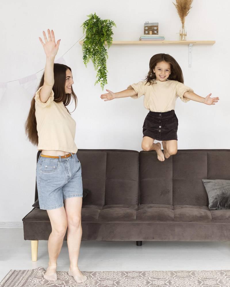 母女俩在一起玩得开心_10697444