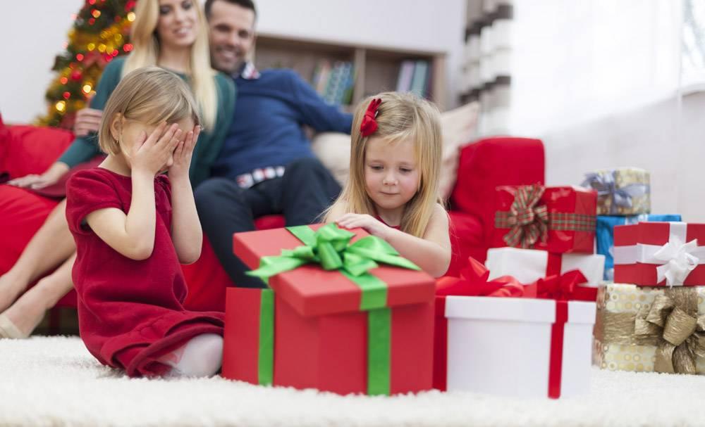我迫不及待地想打开圣诞礼物_10677169