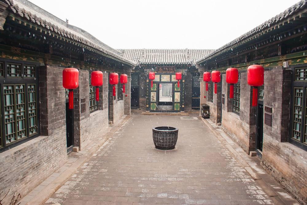 有大红灯笼和雪的中国传统房屋_901869