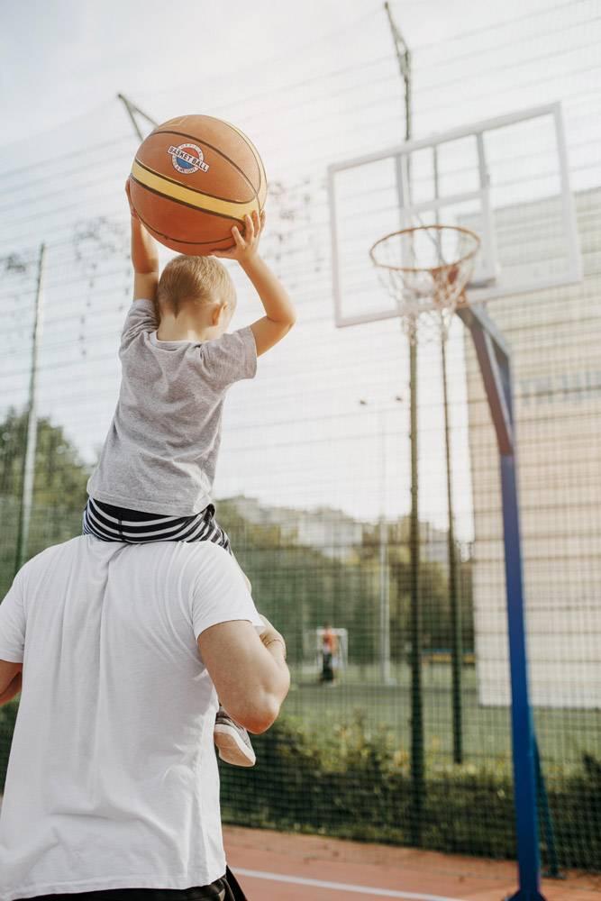 父子俩打篮球_11176055