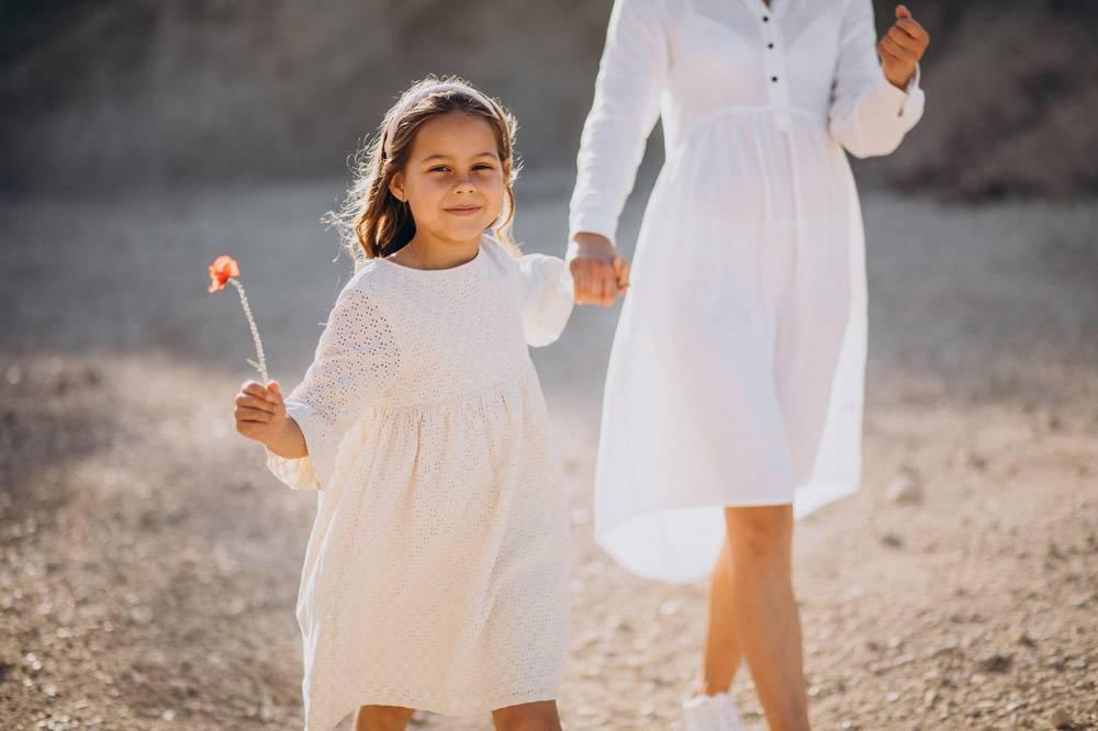 母亲和女儿一起玩得开心_10298529
