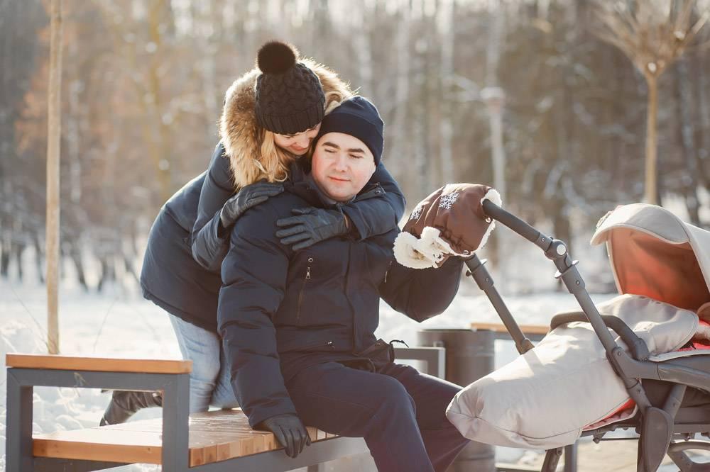 冬日公园里的一家人_3629100