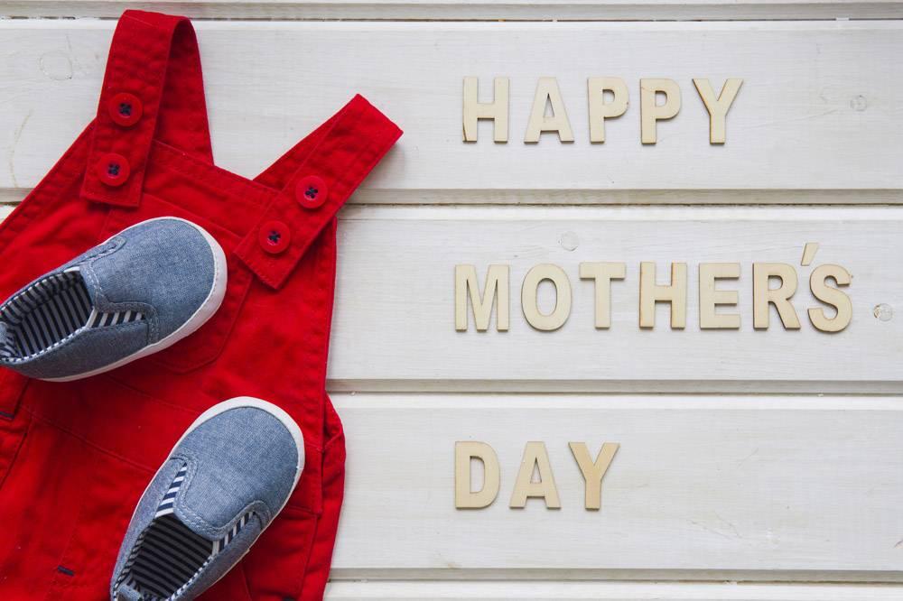 穿着鞋子的母亲节作文_2021931
